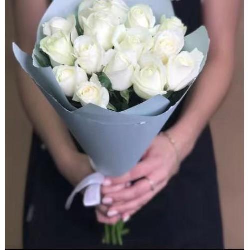 Купить на заказ 15 белых роз с доставкой в Ерейментау